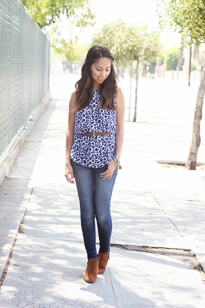 blue and white top and skinny jeans
