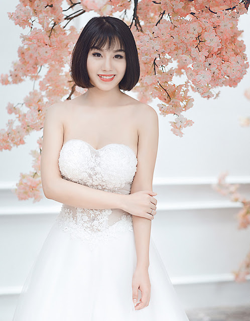 Linh Miu – ' cảnh nóng' hóa cô dâu khoe ngực khủng.