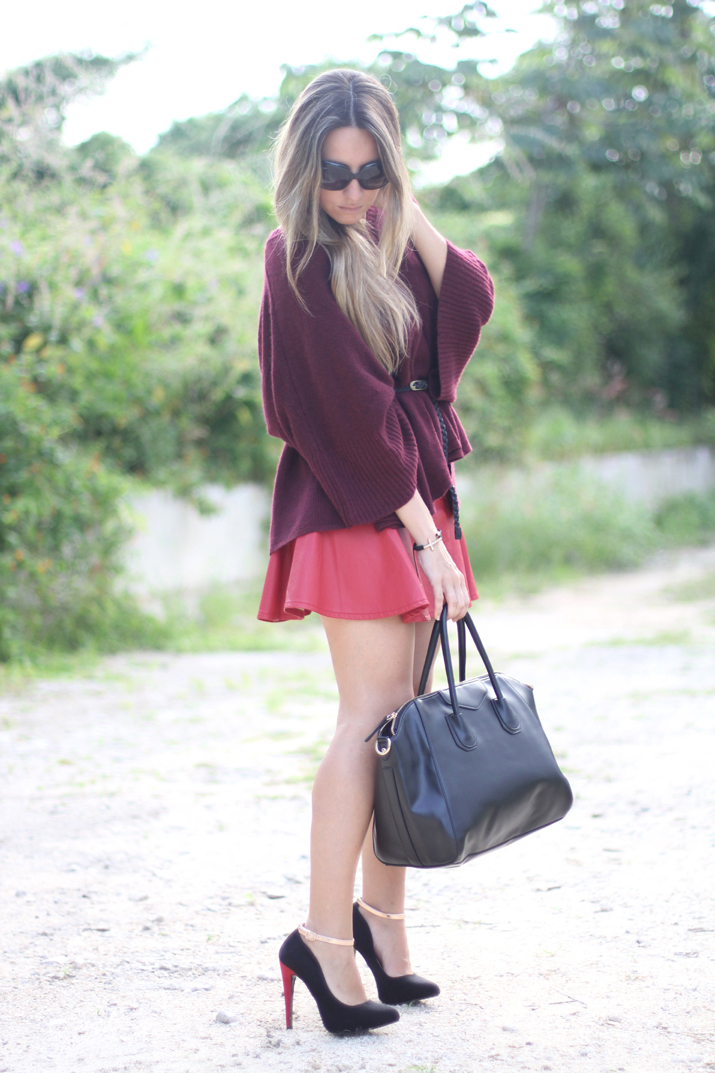 Blogger wearing skater leather skirt and oxblood jumper