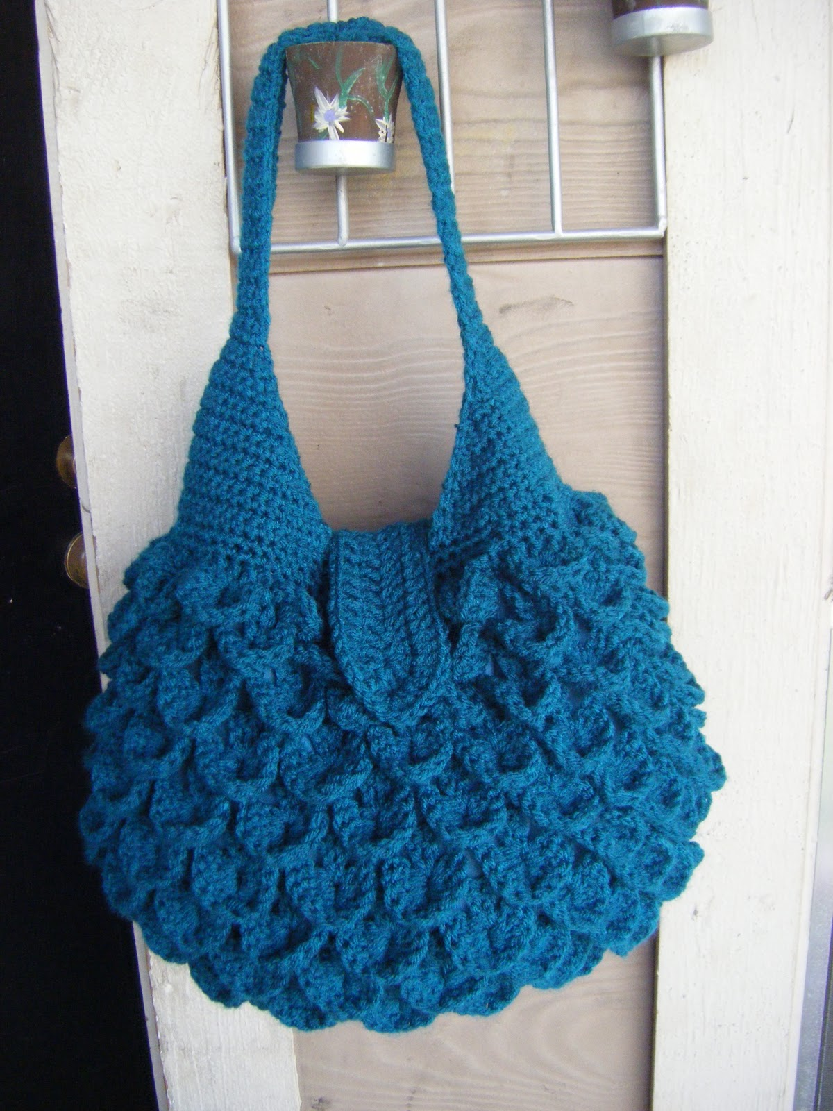Crochet Bag With Pockets Pattern : Best Patterns: Crocodile Crochet Bag PATTERN