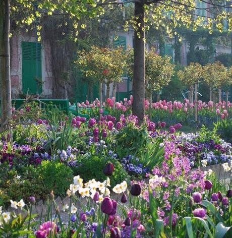 Ο κήπος με τα λουλούδια τα ανοιξιάτικα