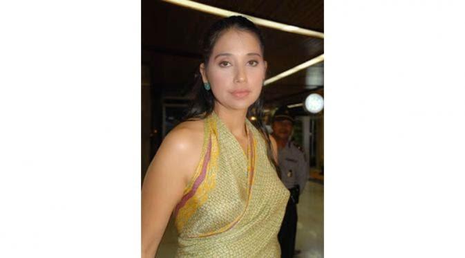Artis Indonesia Pakai Baju Tanpa Bra