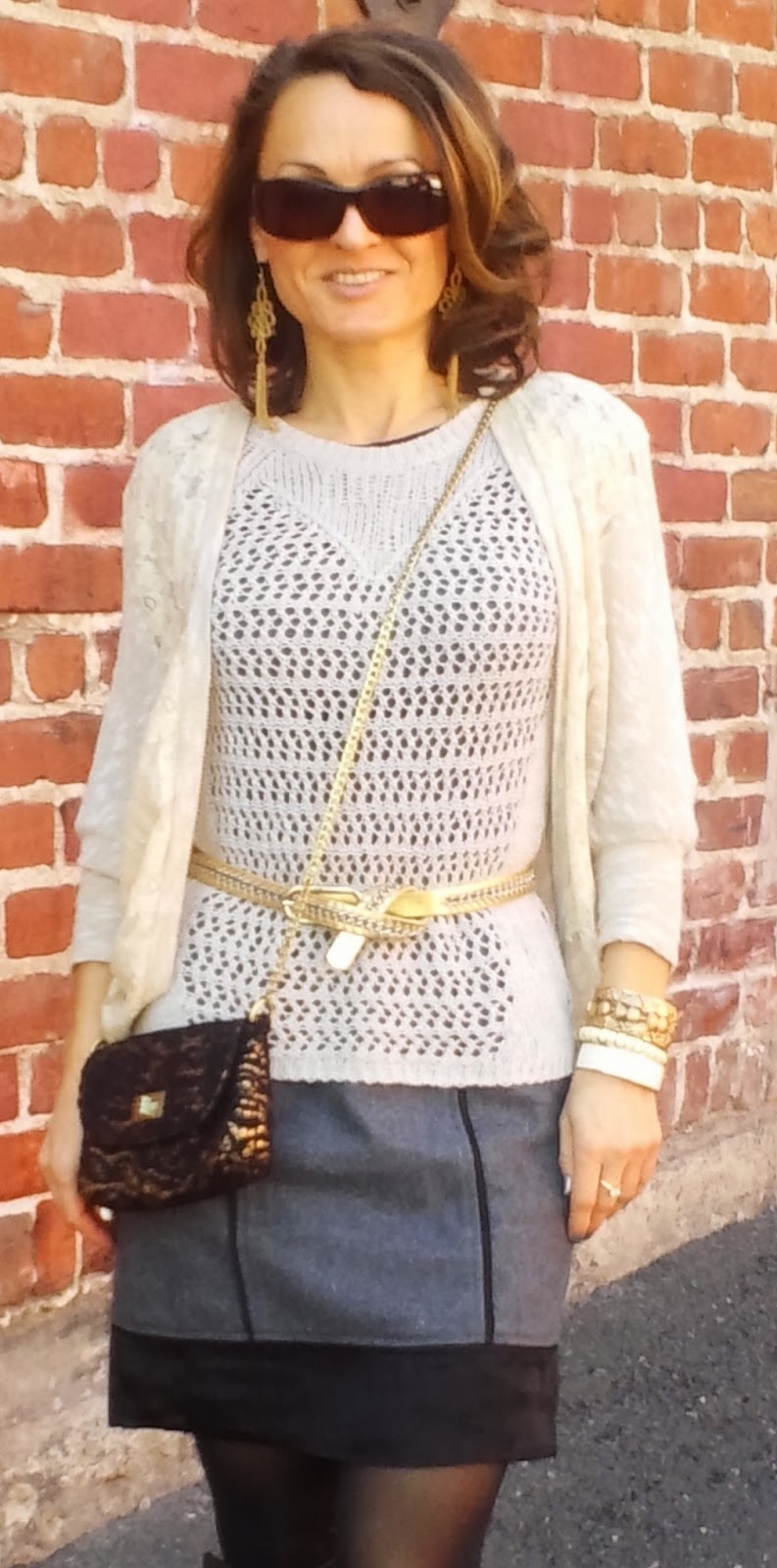 blog.oanasinga.com-outfit-ideas-personal-style-photos-wearing-lace-black-grey-gold-layering-gold-accessories-1