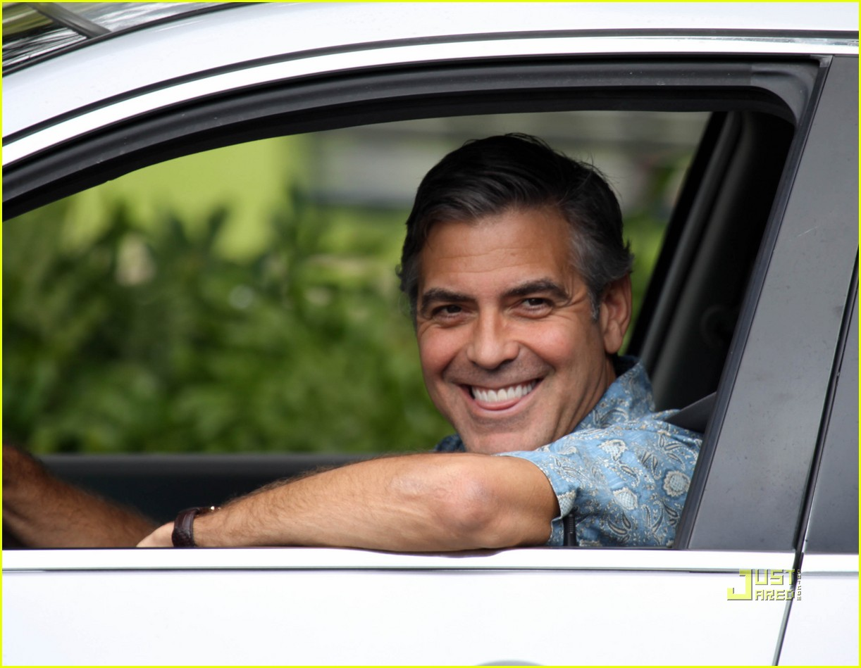 http://1.bp.blogspot.com/-WQknrcE5bCY/Tuq7l7lfedI/AAAAAAAAMEc/g78xTCJ7a-k/s1600/george-clooney-the-descendants-hawaii-05.jpg