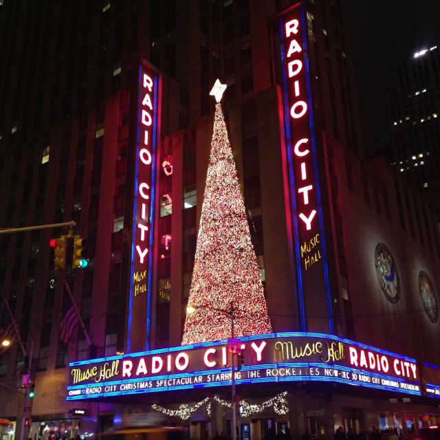 radio city music hall christmas decorations