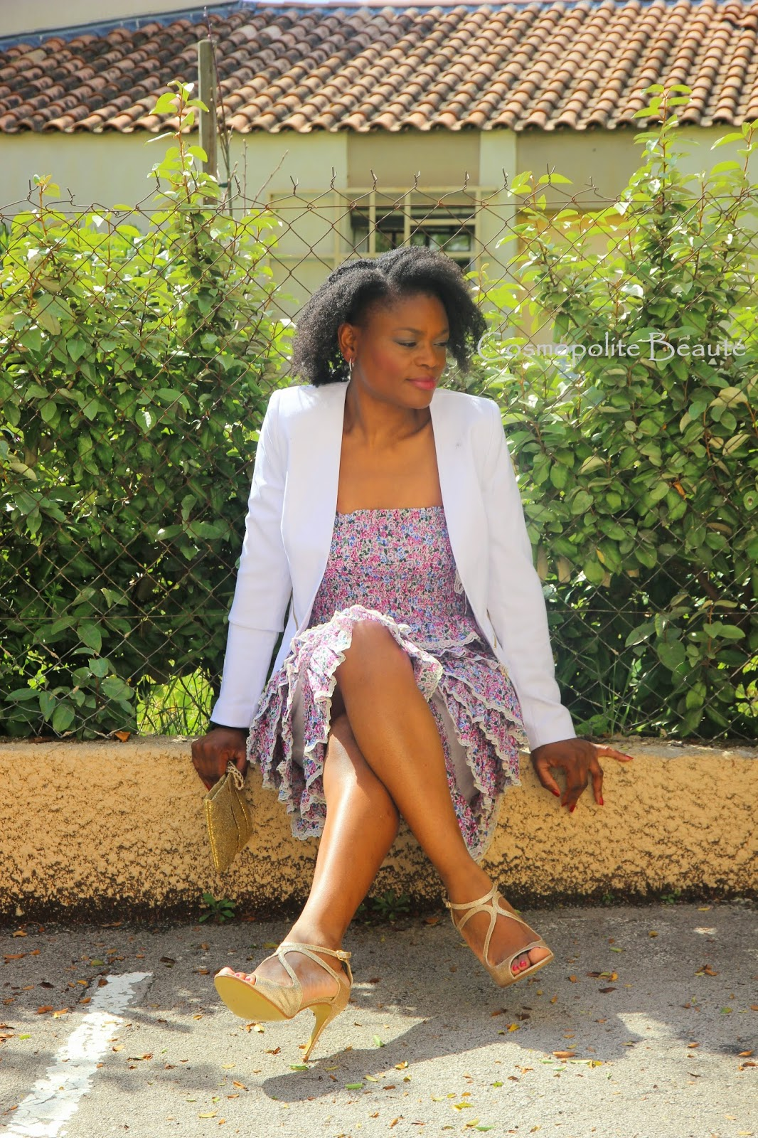 mode, fashion, byn french challenge, lookbook, cosmopolite beauté, cosmopolitan beauty, tenue, pastel, look, maxi gilet, robe bustier, veste cintrée, sandales à talons , doré