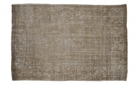 Oushak Rug 106 x 73 via Jayson Home as seen on linenandlavender.net - http://www.linenandlavender.net/p/antique-vintage-finds.html