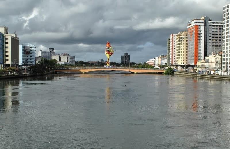 O Galo da Madrugada domina a cidade