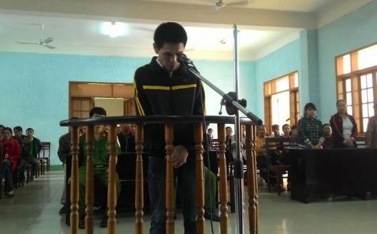 Gia Lai: Bé gái trèo tường ra ngoài giữa đêm, bạn trai lĩnh án tù
