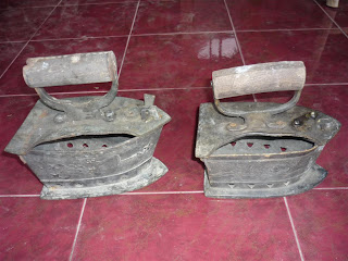 barang antik setrika besi kuno