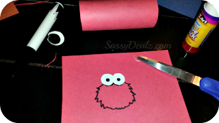 drawing elmos face on construction paper