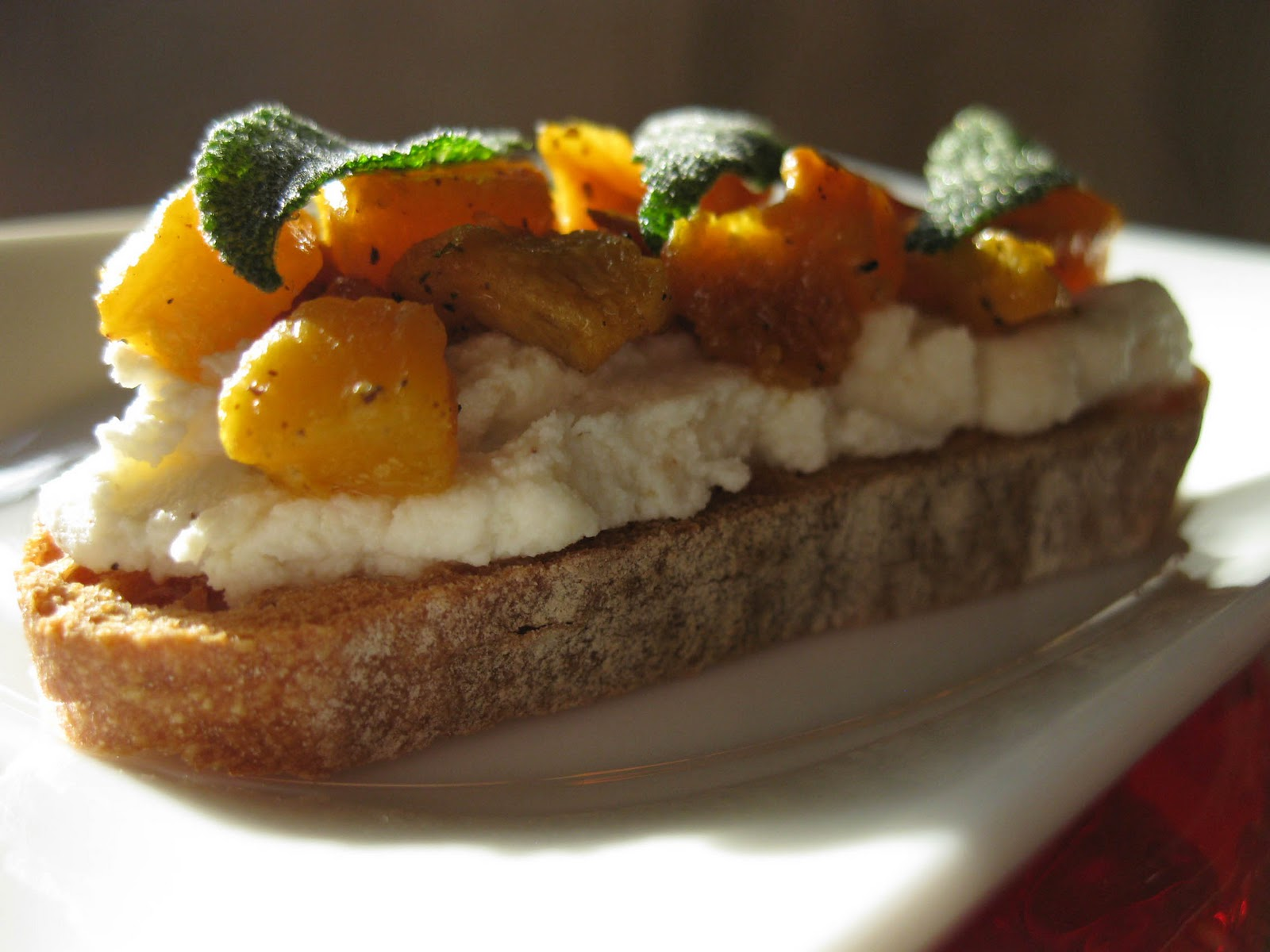 Butternut Squash, Ricotta, and Sage Crostini: paleo recipes, dessert ...