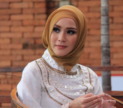 Model Hijab Zaskia Adya Mecca