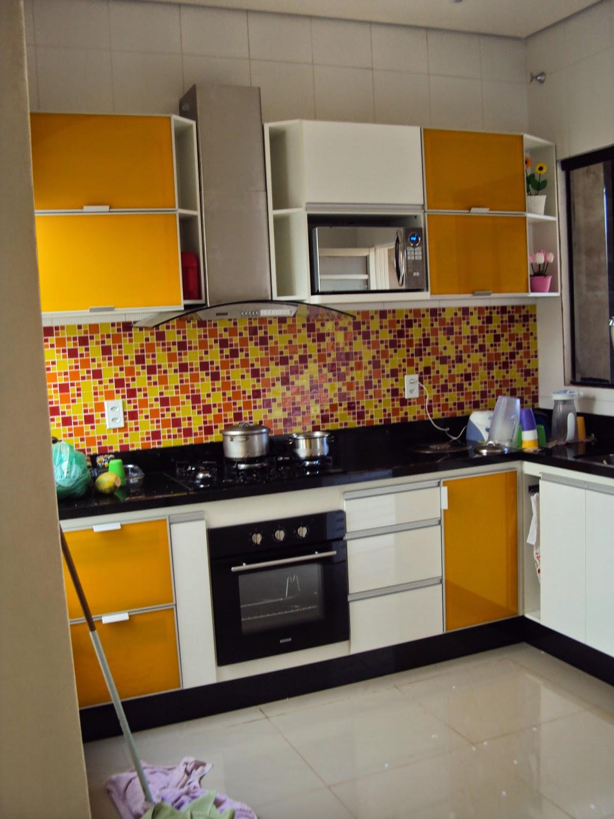 Cozinha Pequena Planejada Amarela Beyato Com V Rios Desenhos