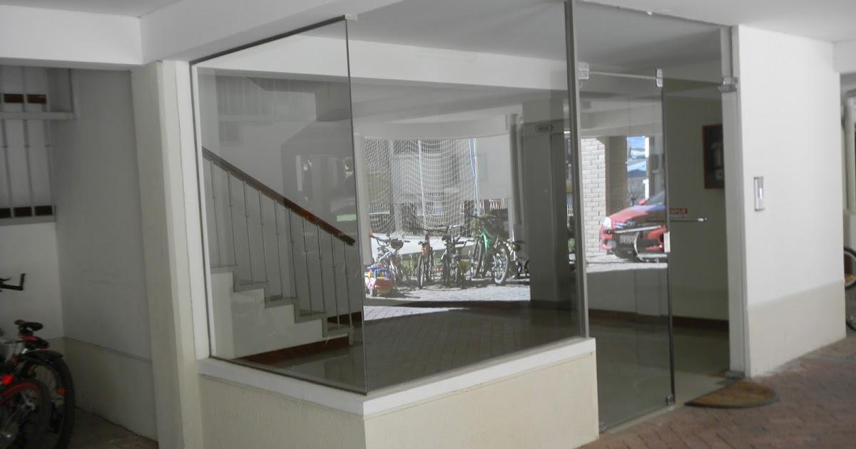 Mampara de vidrio templado con puerta batiente - Mamparas vidrio templado ...