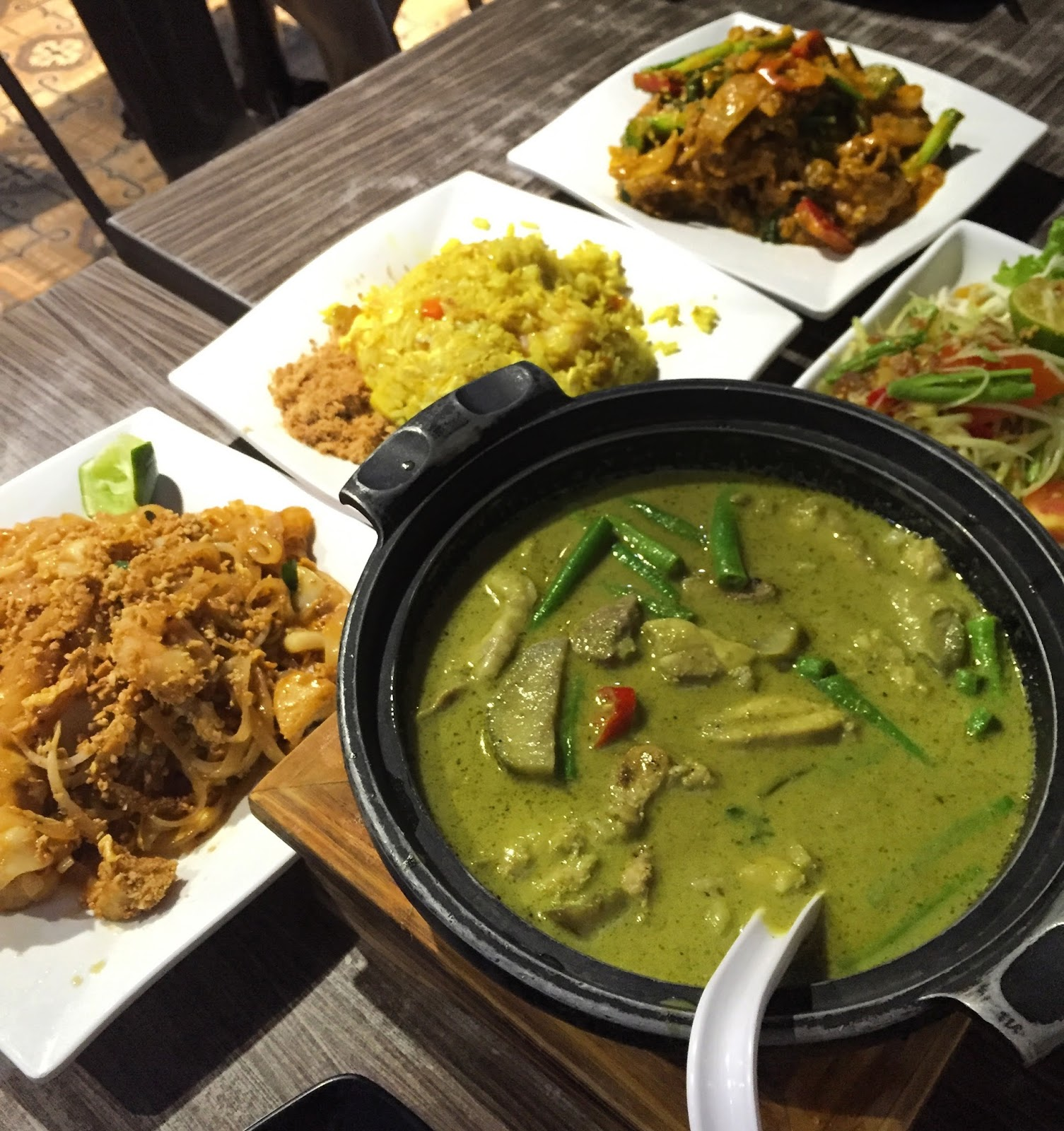 Thai Kitchen Yellow Curry Aroy Dee Thai Kitchen Middle Road Noms