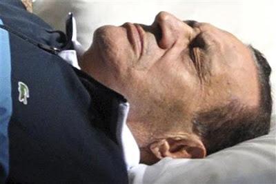 النيابة العامة تطلب من مستشفى المعادي العسكرى تقريرا طبيا عن حالة مبارك