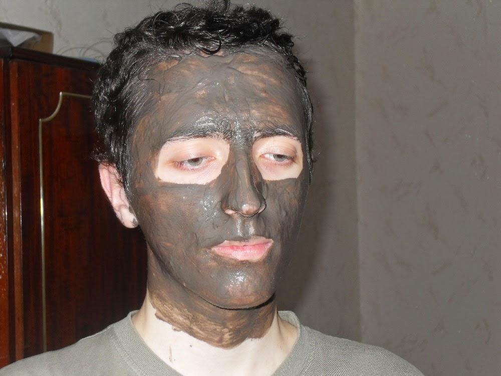 маска из чёрной глины