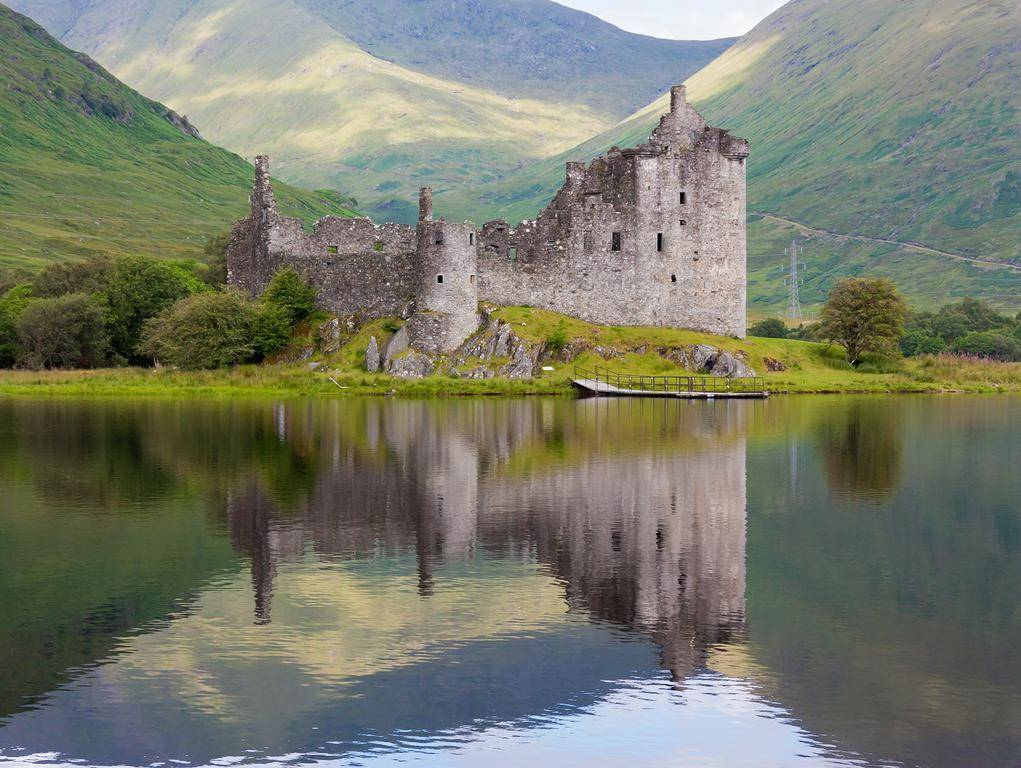 Deserted Places: The abandoned Kilchurn Castle in Scotland 10 Most Beautiful Places In The World Wallpaper