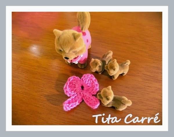 A Fita rosa em crochet e os cachorrinhos