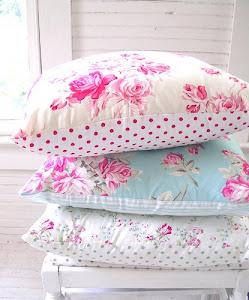 Poduszki by Tanya Whelan