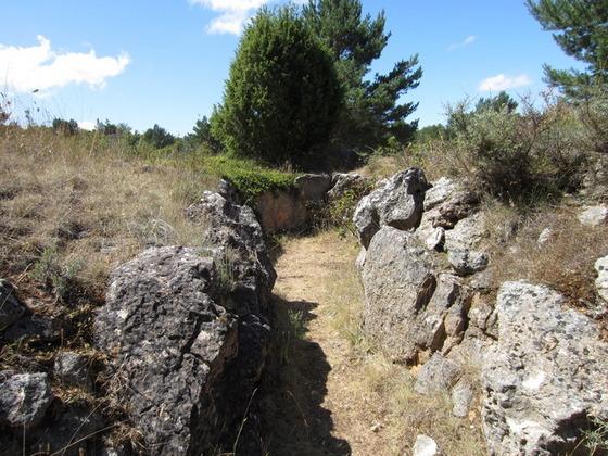 imagen_dolmen_prehistoria_megalito_burgos_piedras_circulo_enterramiento_tumulo_valmuriel_tubilla_agua
