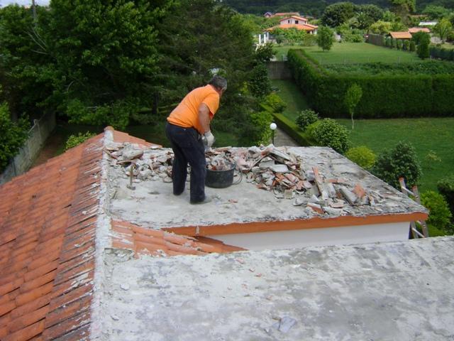 El sexagenario cubierta tejado de una casa unifamiliar - Como hacer un tejado de madera ...