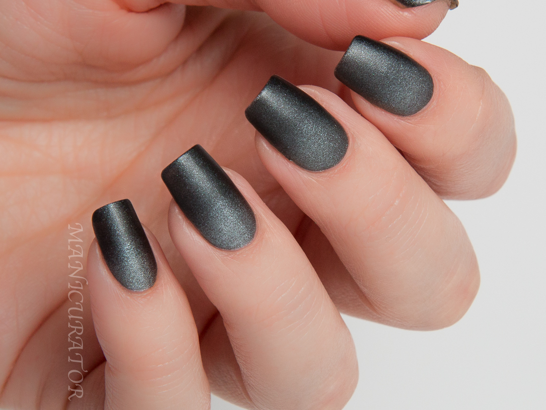 zoya-matte-velvet-holiday-nail-art