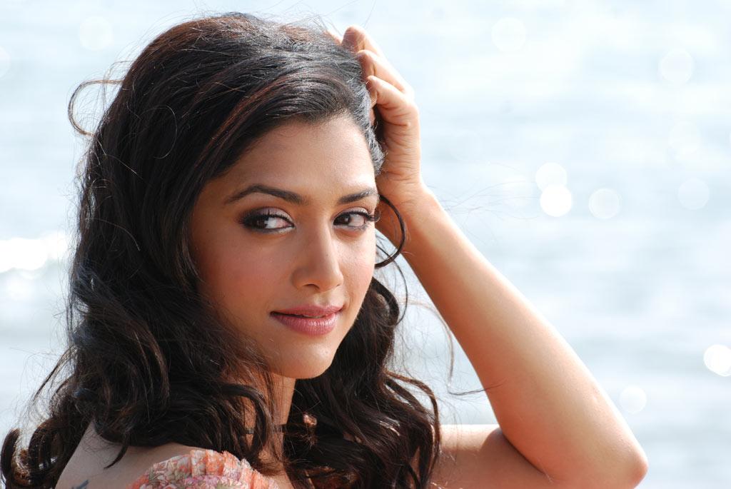 Bollywood Actress Photos: Mamta Mohandas Hot Photos