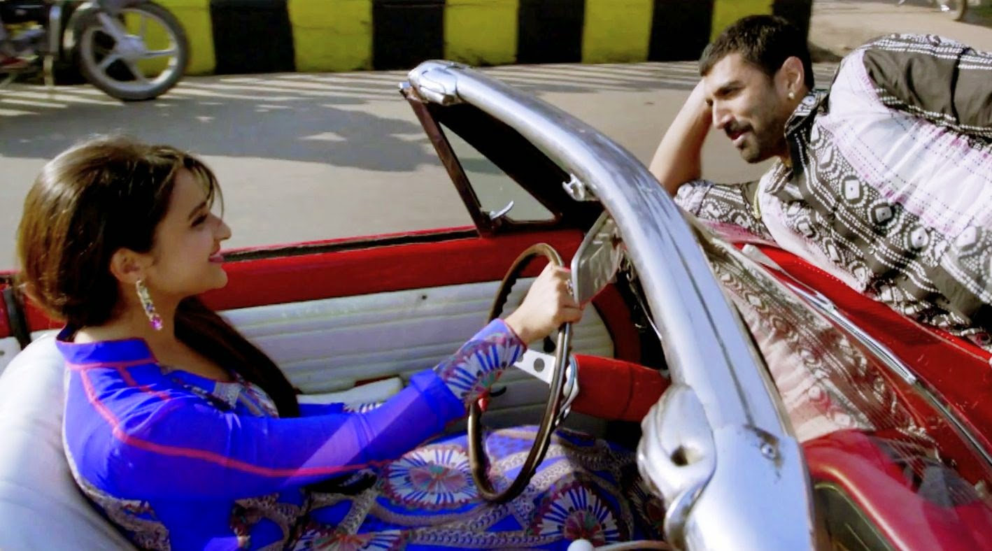 Parineeti and Aditya in Red Car Daawat e Ishq