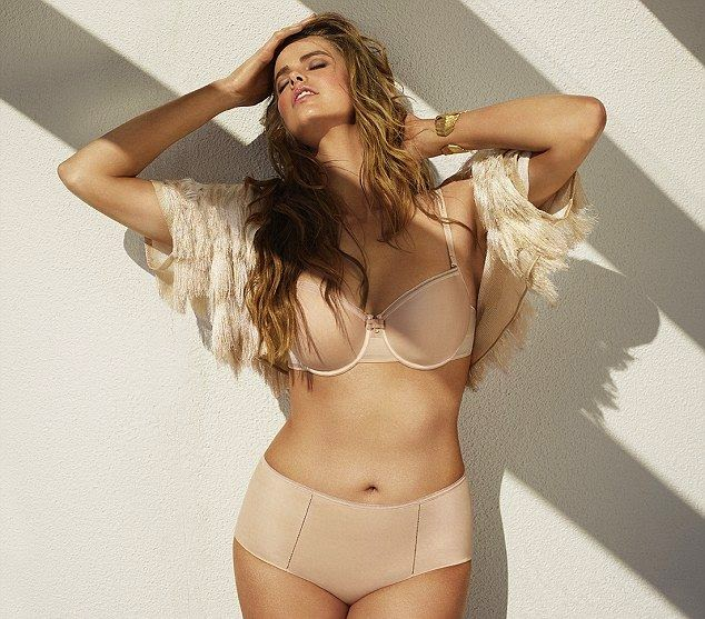 Around a great statement,‭ ‬the‭ ‬24-year-old Robyn Lawley putting her fantastic curves on full display in several great colors and various impressive designs of underwear for the spring Chantelle Lingerie.