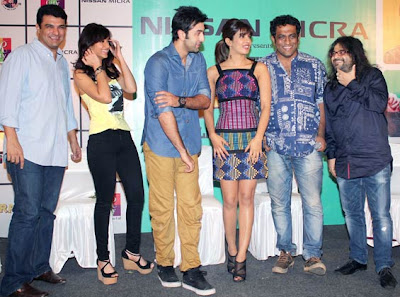 Ranbir, Priyanka and Ileana stir up a crowd at Shoppin mall