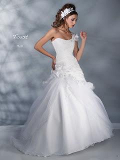 Coleccion 2012 de Vestidos de Novia Pia Benelli