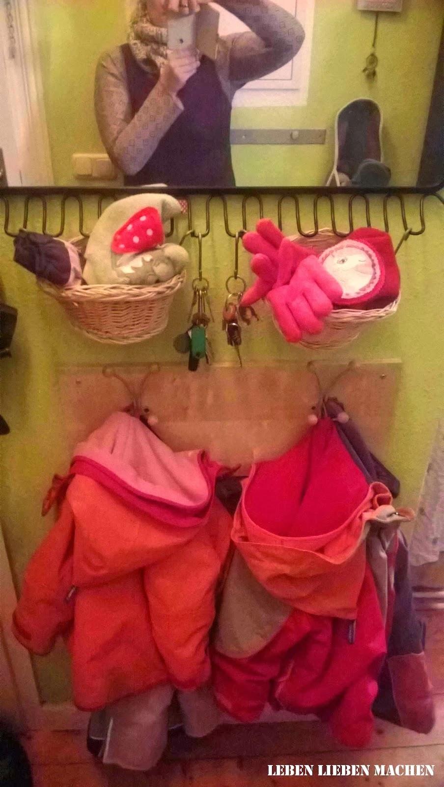 Leben lieben machen platz ist in der kleinsten h tte for Garderobe viele jacken