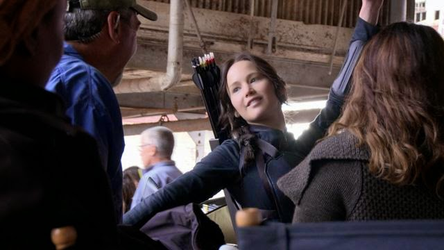 jennifer lawrence katniss everdeen behind the scenes mockingjay part one