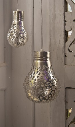 http://abitofbeesknees.blogspot.hu/2011/12/diy-lace-light-bulbs.html