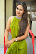 Prayaga Martin Glamorous photos-thumbnail-8