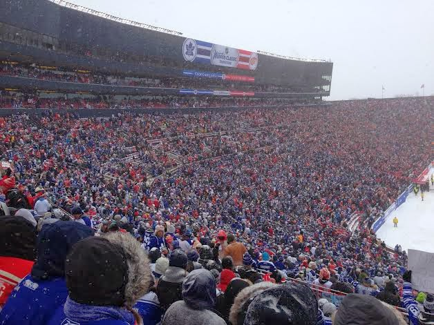 winter classic crowd leafs red wings