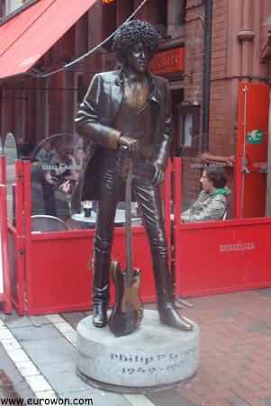 Estatua de Phil Lynott, líder de Thin Lizzy, en Dublín