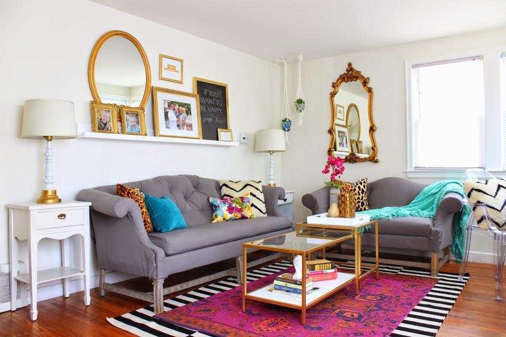 sofá gris estilo clásico