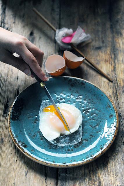 Et si on faisait cuire les œufs comme des poissons rouges pour rendre inratables les œufs pochés ? Oeufs pochés façon poisson rouge !