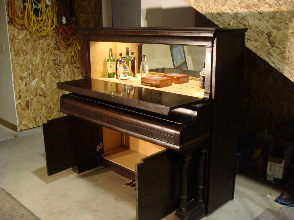 dishfunctional designs the salvaged repurposed piano. Black Bedroom Furniture Sets. Home Design Ideas