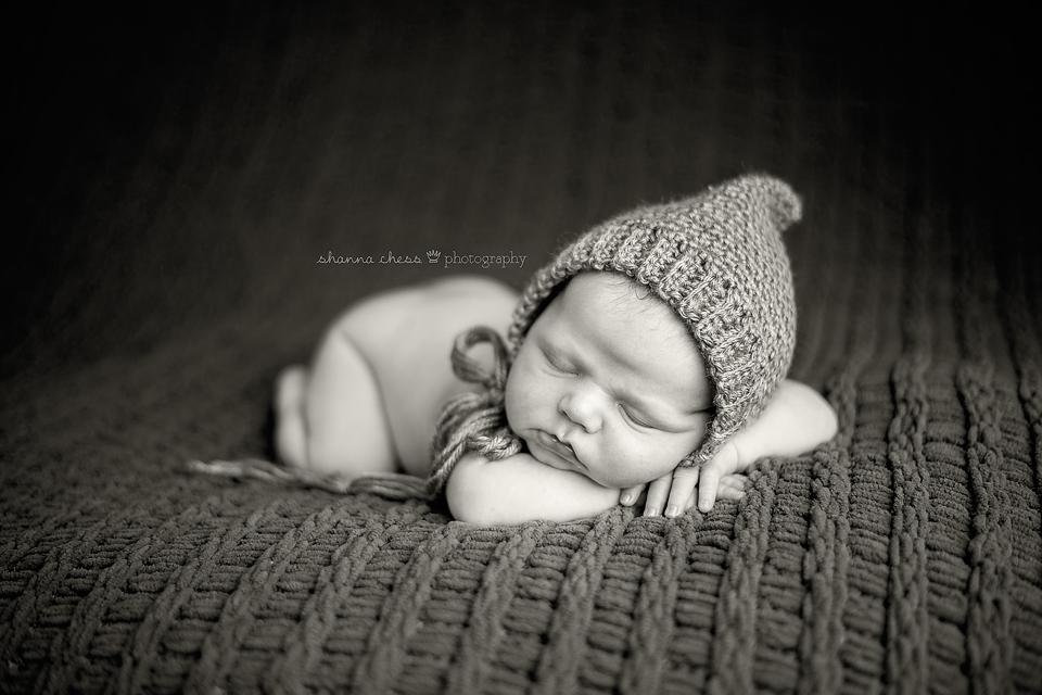 eugene springfield oregon newborn photography black and white