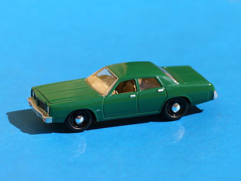 Incredible mini garage dodge monaco 1977 johnny lightning for Garage mini monaco