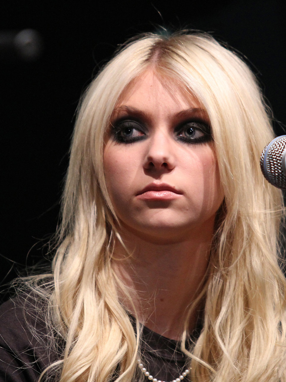 Taylor Momsen Photo Gallery3 | Tv Series Posters and Cast Taylor Momsen Posters