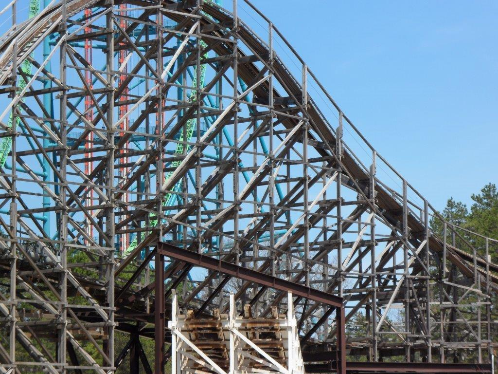 Roller Coaster Demolition : Rolling thunder roller coaster demolition