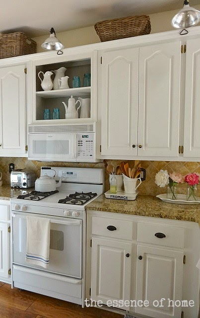 Decorating with Blue Glass in the Kitchen