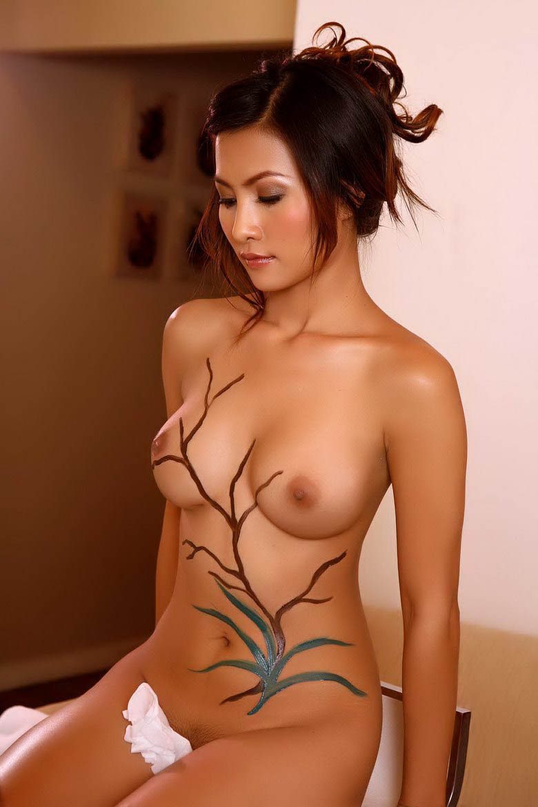 Body paint on shaved amateur in