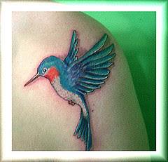 Tatuagens Femininas de Beija-Flor