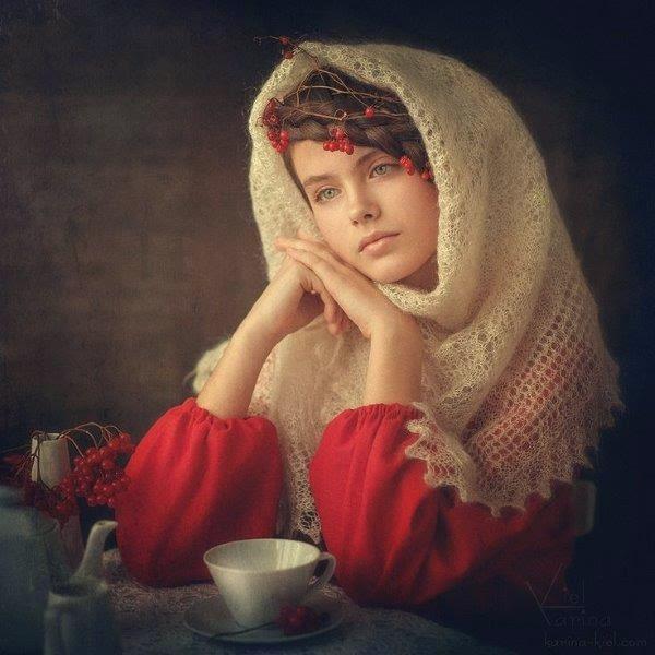 Een Russische schone met een Orenburgse shawl.